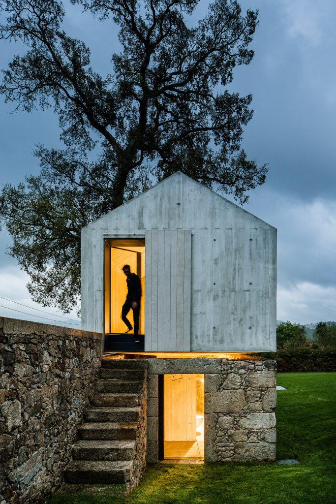 The Dovecote: de palomar a casa del árbol contemporánea