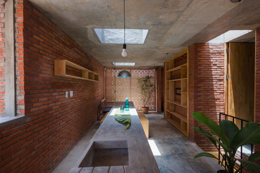 Cocina y sala de estar. Lucernarios en hormigón. Tropical Space