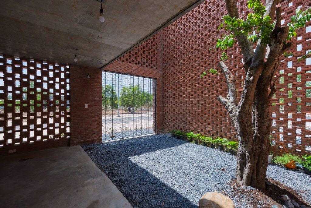 patios con árbol actual como reguladores térmicos.