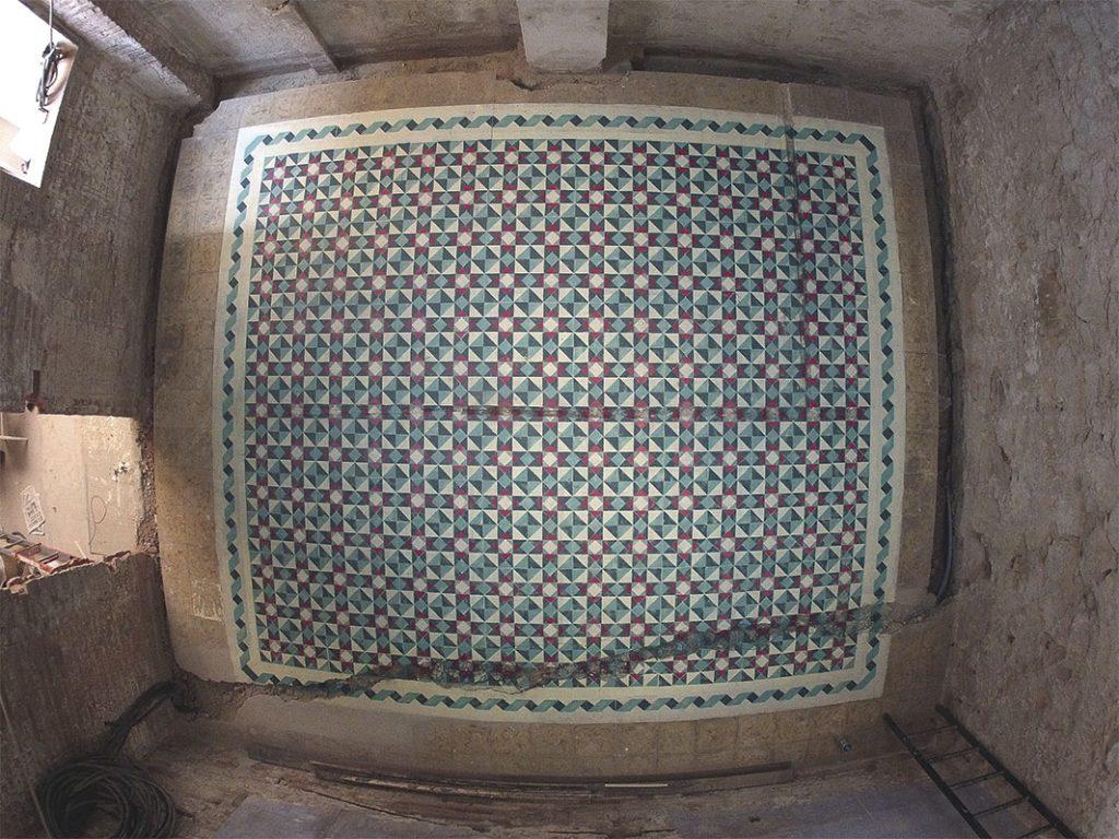 Uno de los ejemplos de falsas baldosas de Javier de Riba