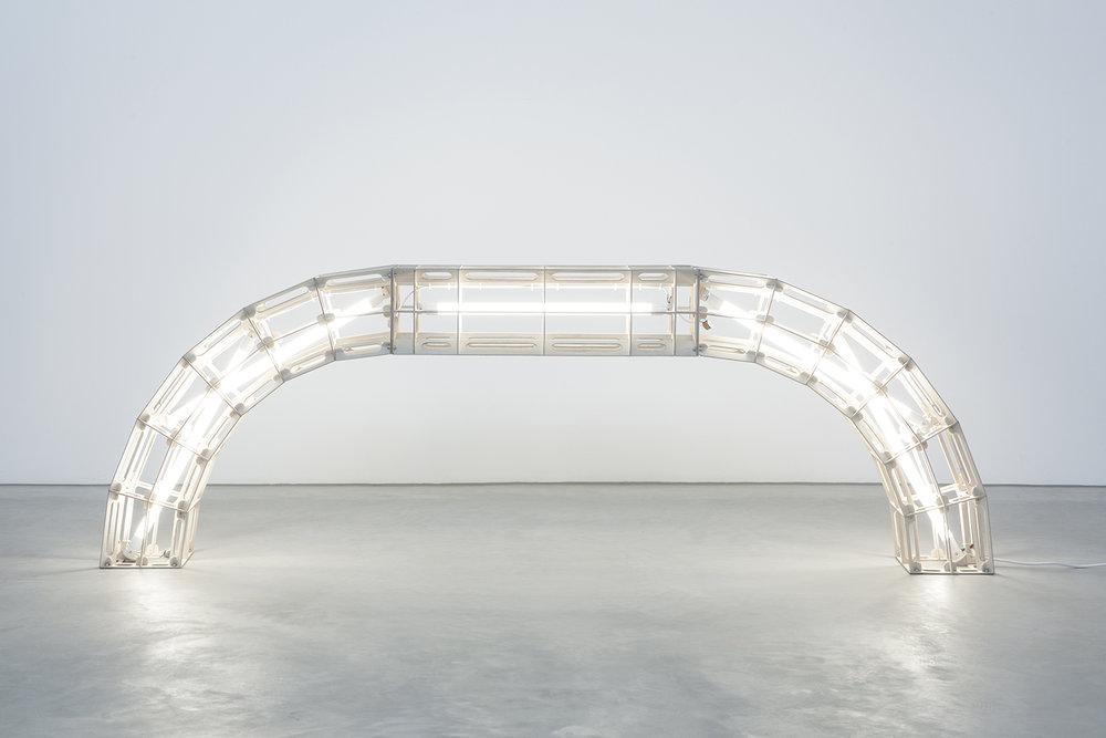 detalle de escultura sobre viga curvada proyecto space frames