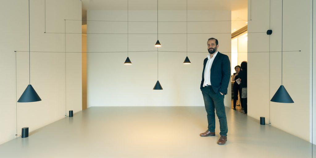 Michael Anastassiades junto con la colección String Lights