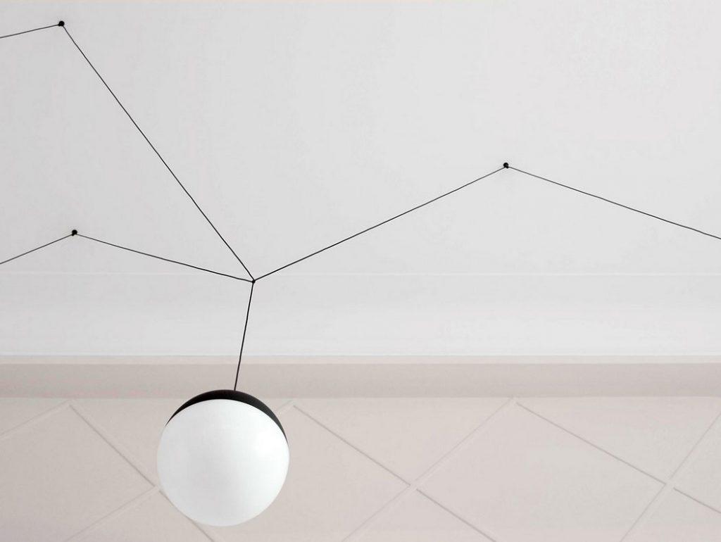 Detalle de una de las lámparas de aluminio fundido
