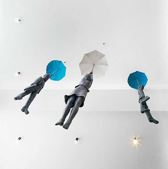 La lluvia trae esculturas a la agencia londinense Fold7
