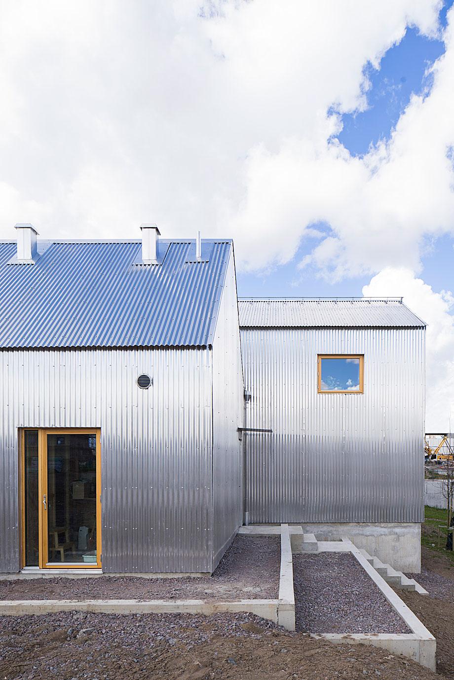 Förstberg Ling diseña una casa luminosa envuelta en cariño y aluminio