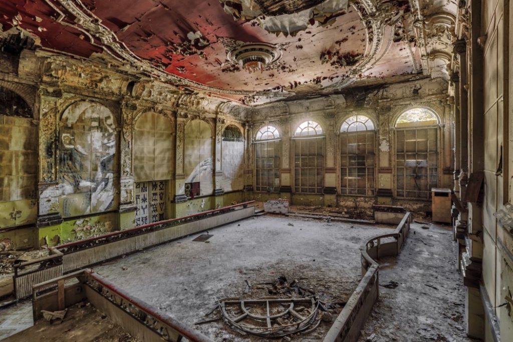 Fotografía Christian Richter del interior de un lugar abandonado