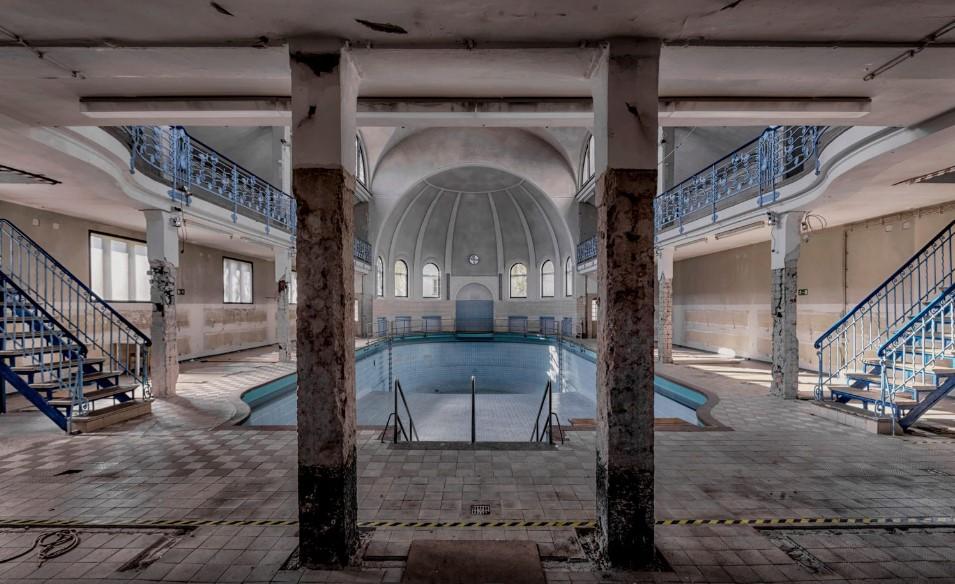 interior de un antiguo balneario fotografiado por Kristian Ritcher