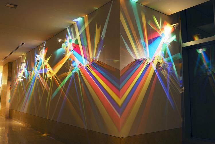 detalle de algunos de los vidrios que reflejan el color