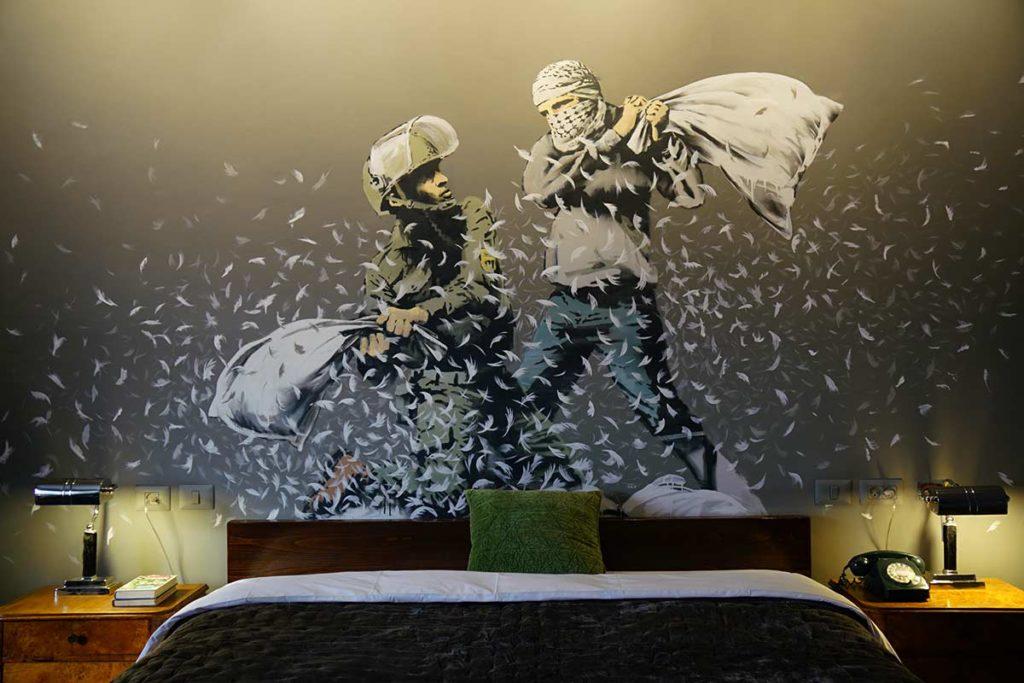 Mural Peleas de almohadas entre soldados y palestinos