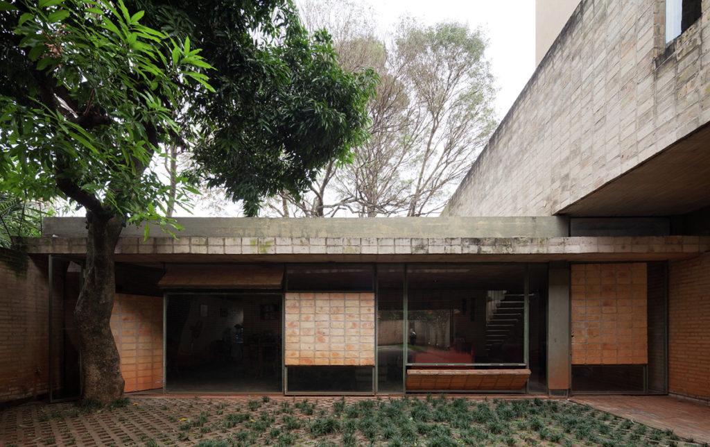Casa Fanego: arquitectura de arcilla en la capital paraguaya