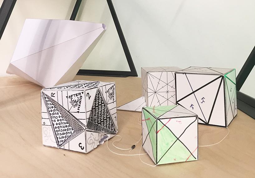 Módulos en forma de cubo y de triángulo