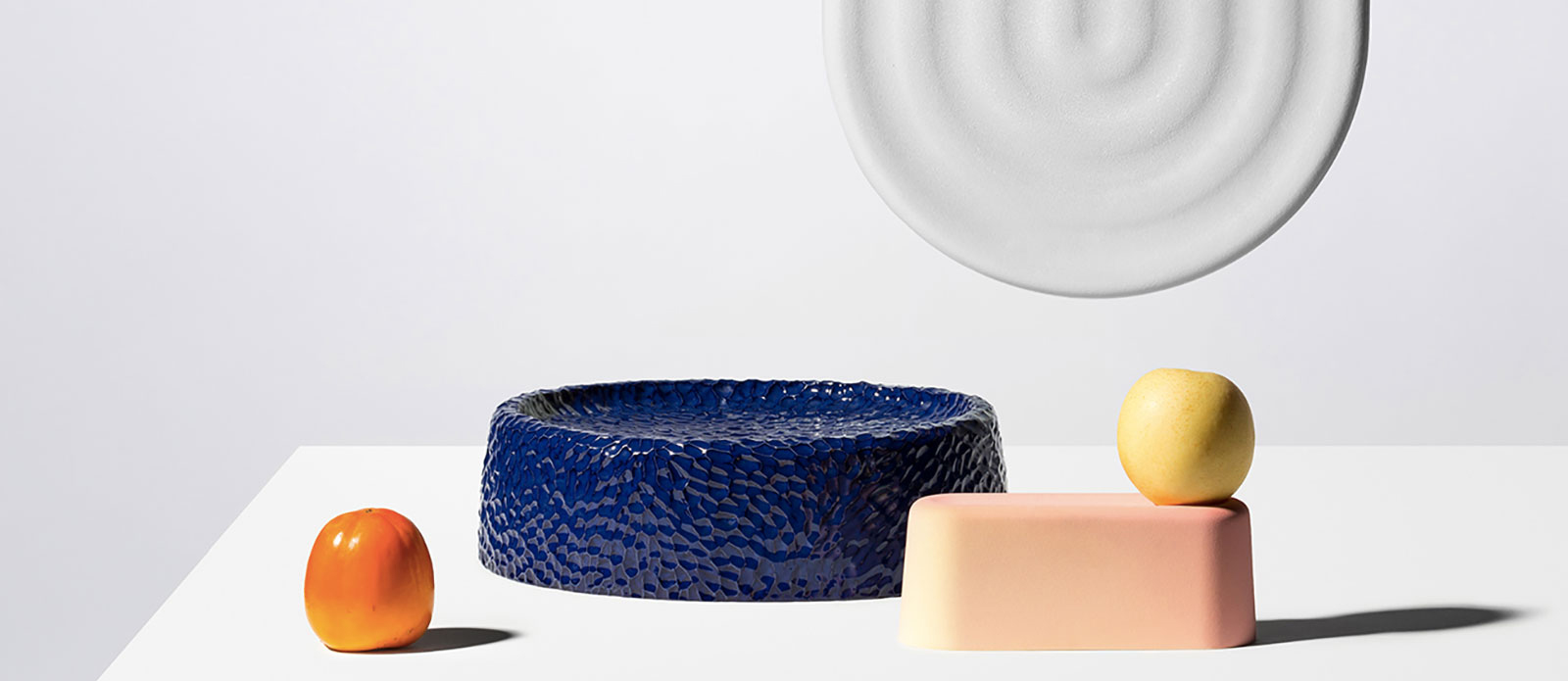 La colorida experimentación cerámica de Dimitri Bähler
