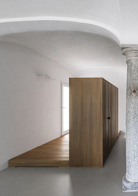 Duearchitetti llevan al siglo XXI una casa señorial de techos abovedados