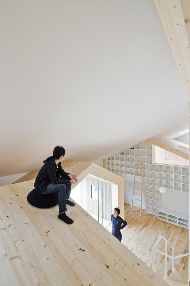 House K, Yoshichika Takagi. Efecto estar rodeado de edificios dentro de casa