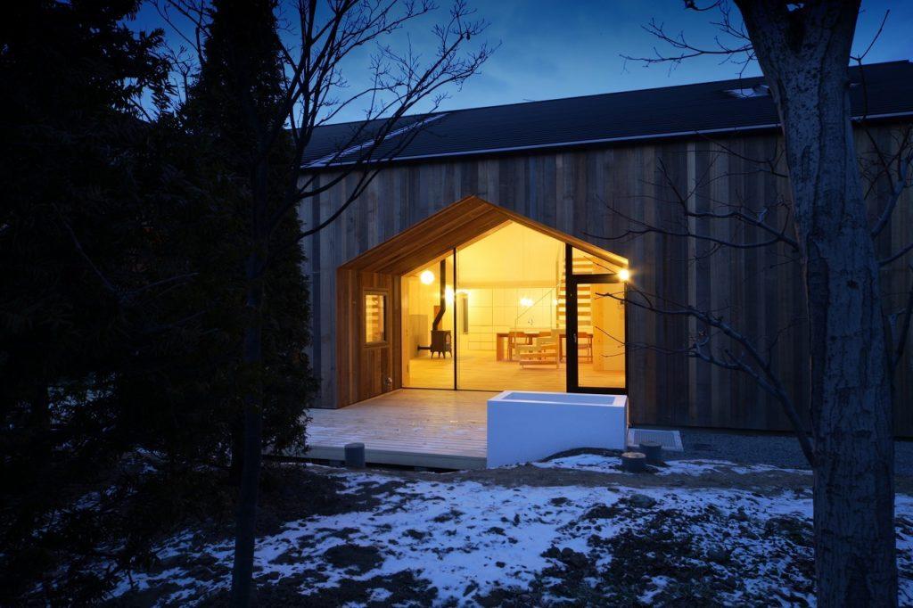 House K, diseñada en 2009 por el arquitecto Yoshichika Takagi. Puertas forma casa