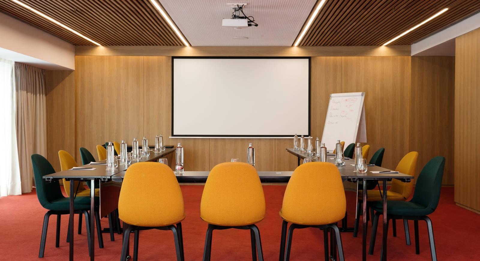 Detalle sala de reuniones hotel Barcelo