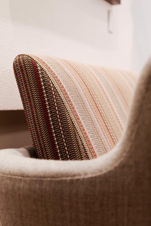 Detalle del tapizado del sofá 57 de finn juhl diseñado por paul smith
