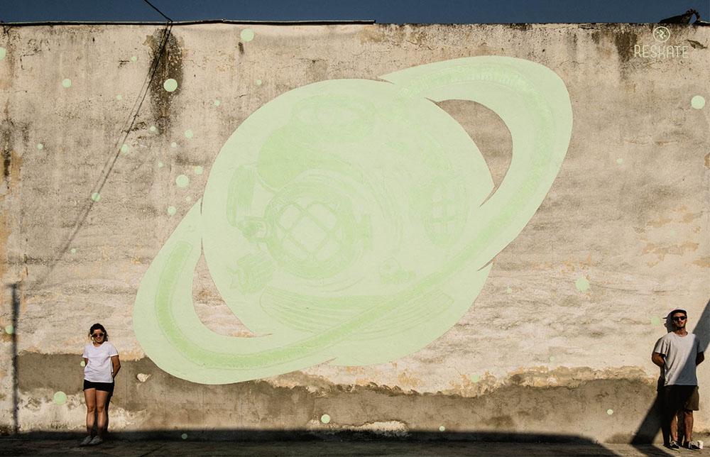 mural de sarturno a la luz del día, Unawareness de Reskatestudio