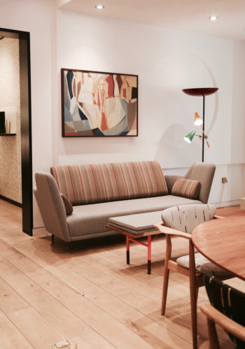 Las mil rayas de Paul Smith revitalizan los diseños de Finn Juhl