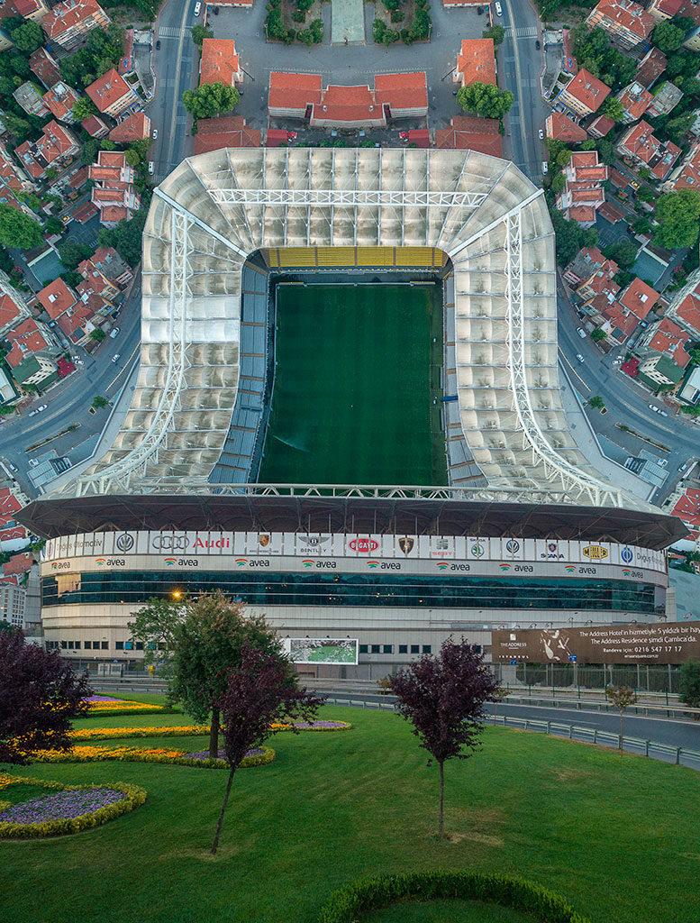 estadio deformado por la instantánea de Aydin Büyüktas