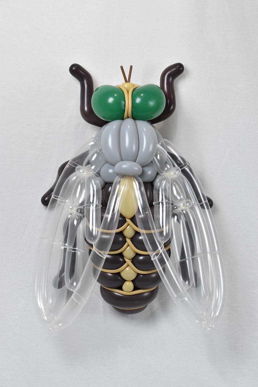 insecto realizado con globos por masayoshi matsumoto
