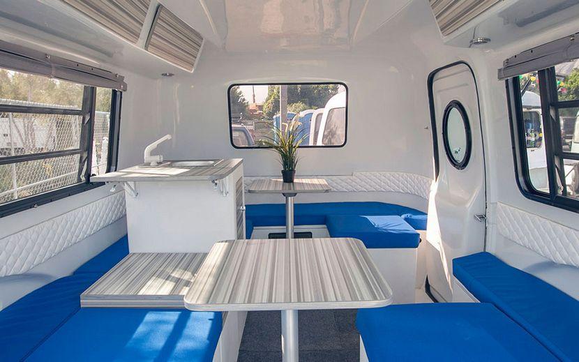 oficina dentro de la caravana