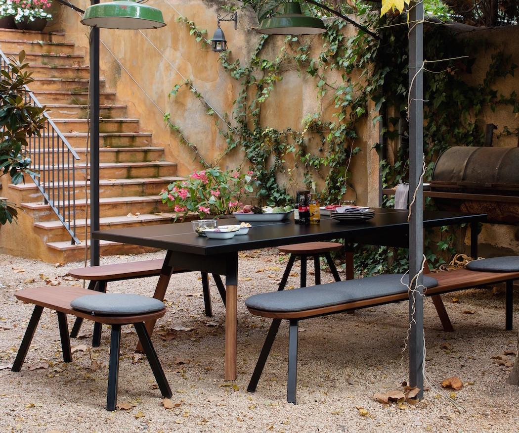 mesa pinpon en exterior color negro