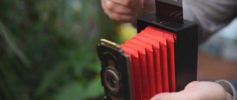 Jollylook, la primera cámara plegable de cartón con película instantánea