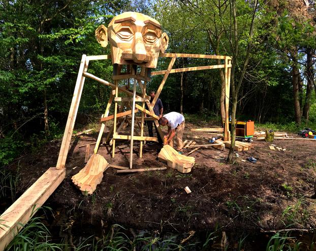teddy-gigante-madera-thomas-dambo