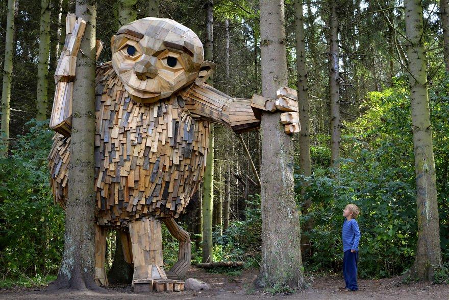 gigante de madera llamado Tilde con 4 metros de altura
