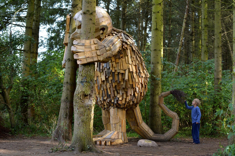 Gigante de madera Tilde de thomas dambo