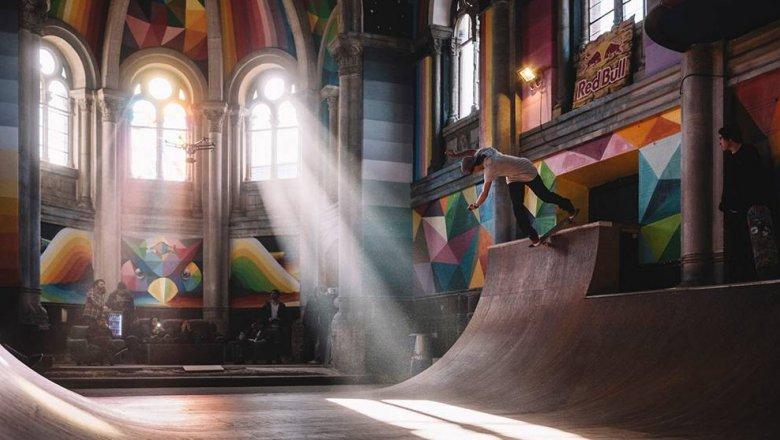 patinando en la iglesia de santa barbara de llanera