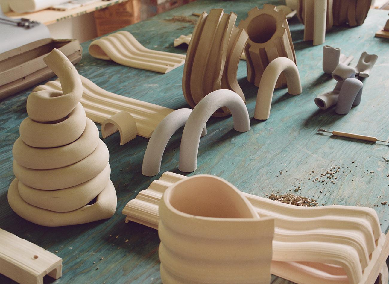 detalle de las piezas hechas con arcilla