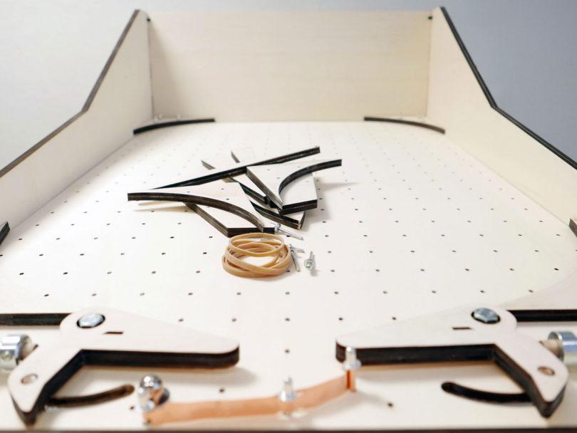detalle del montaje de la maquina de pinball