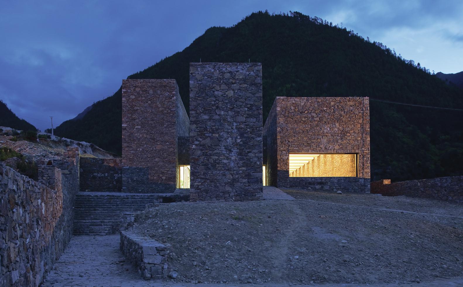 El centro de visitantes de Namchabawa: una fortificación moderna en el Tíbet