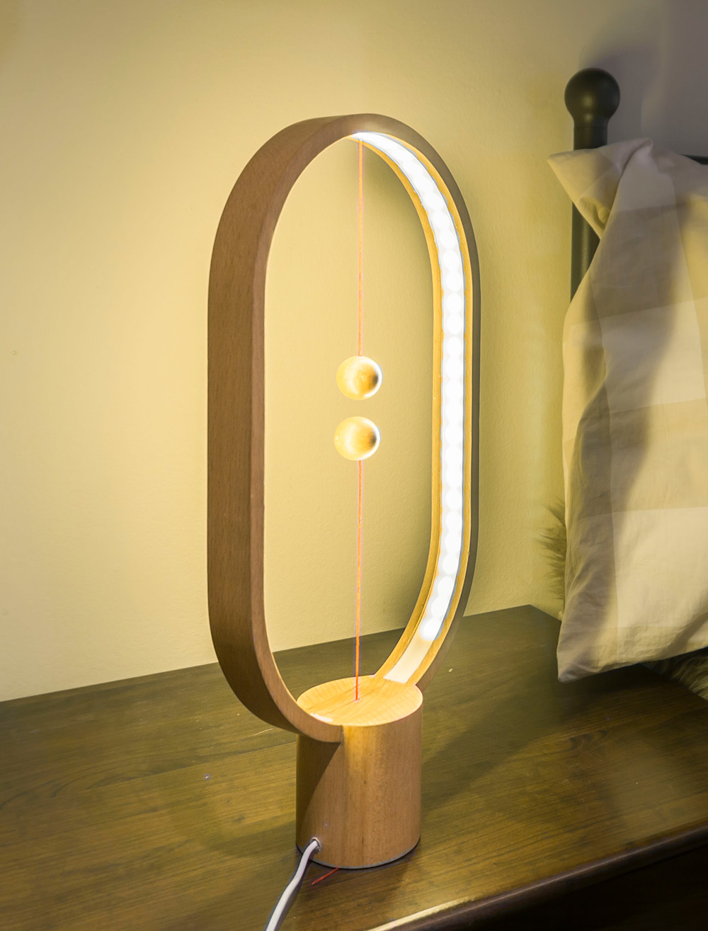 detalle de la lámpara encendida