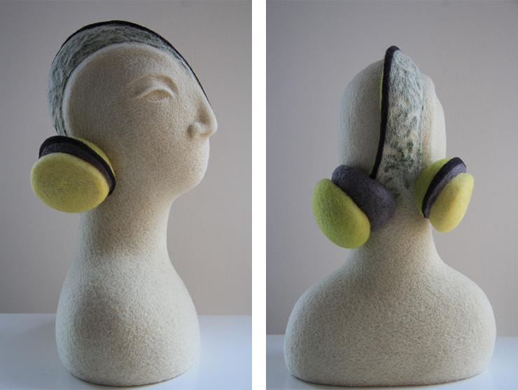 Esculturas realizadas con vellón de lana teñido con procesos artesanales