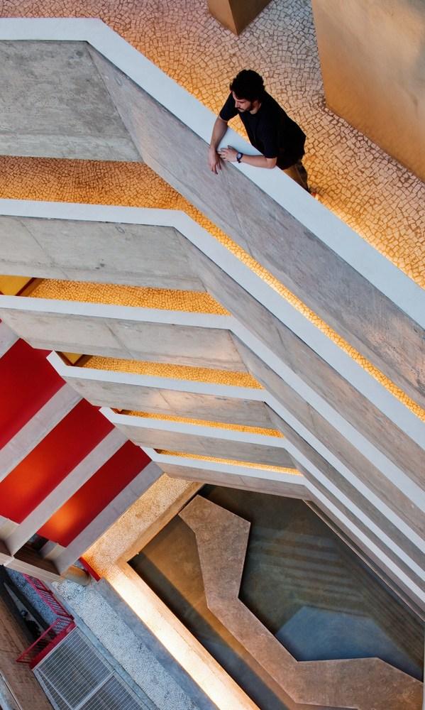 El edificio paulista que busca restaurar la dimensión humana de la ciudad