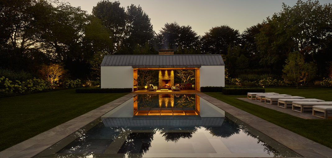 La sofisticada casa de la piscina de Robert Young en Los Hamptons