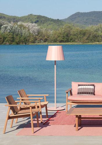 Kettal amplía su mobiliario de exterior con Riva, de Jasper Morrison