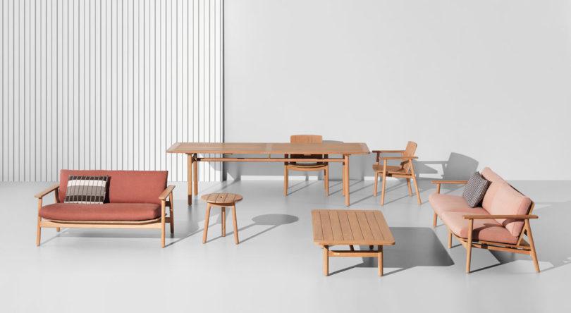 sillón, mesa de comedor, mesas auxiliares y sillas de kettal