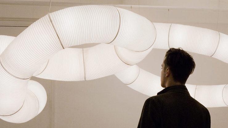 Tekio lampara diseñada por Anthony Dickens y producida por Santa y cole