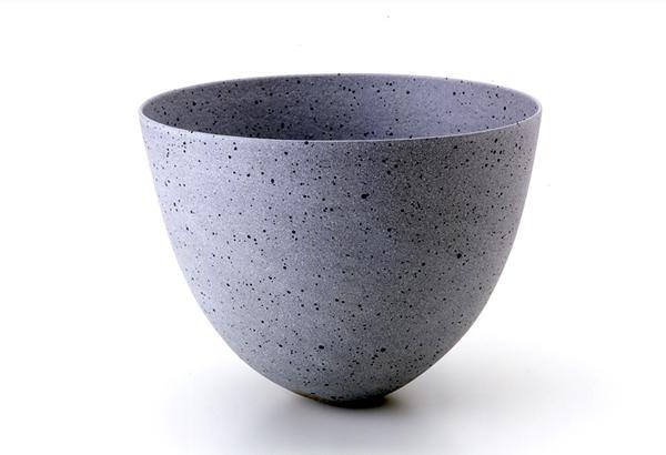 bol de cerámica en tonos azules de jennifer lee