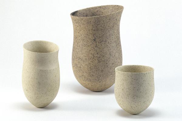 varios jarrones de cerámica de jennifer lee