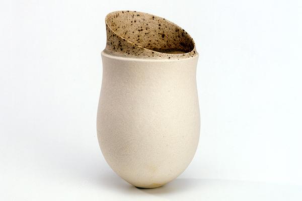 jarron de ceramica blanco de jennifer lee