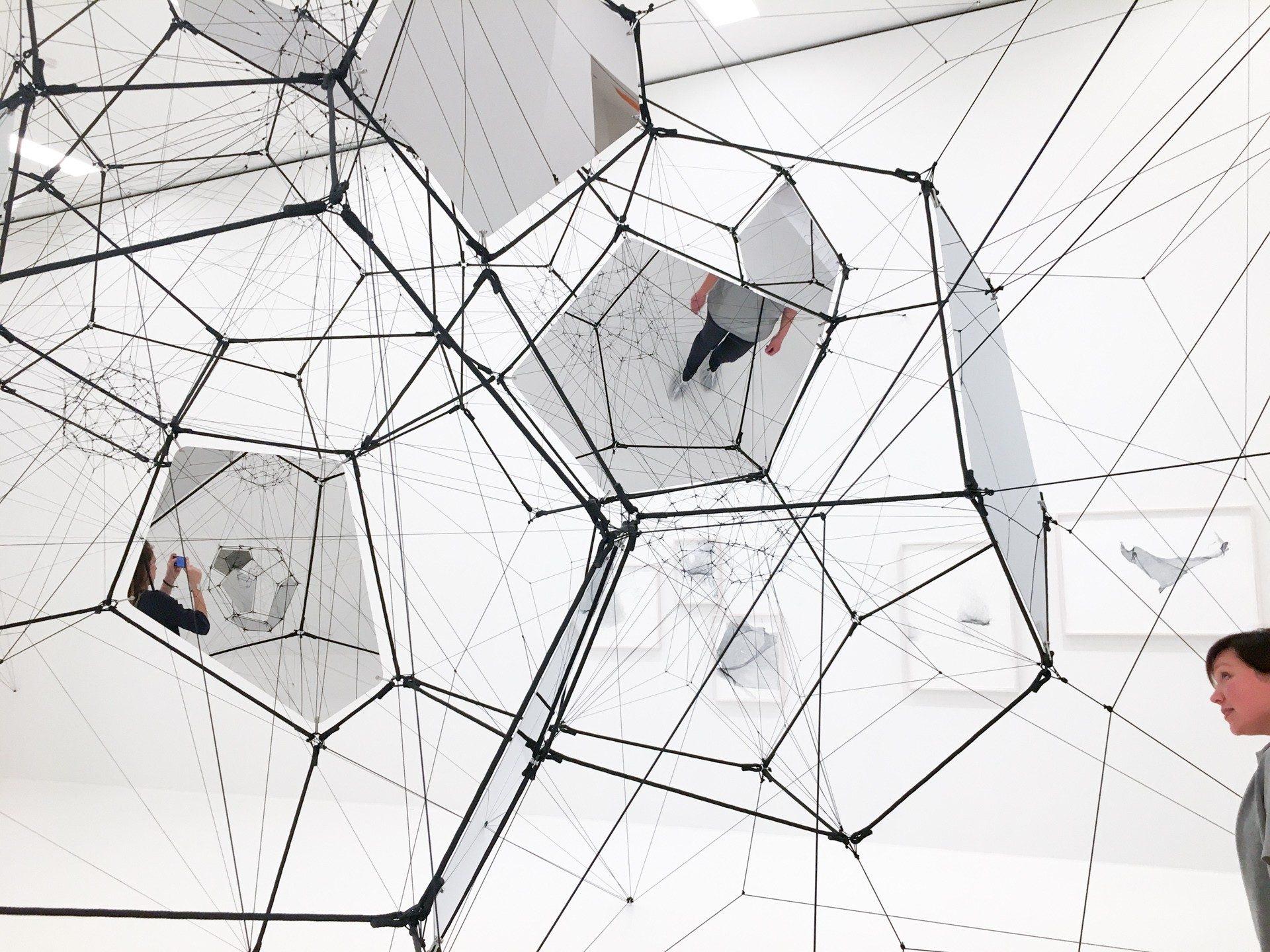 Stillness in Motion – Cloud Cities instalacion
