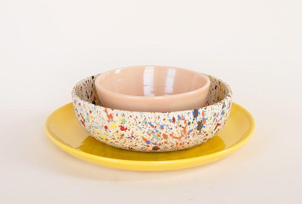 set de cuencos y plato de cerámica de helen levi