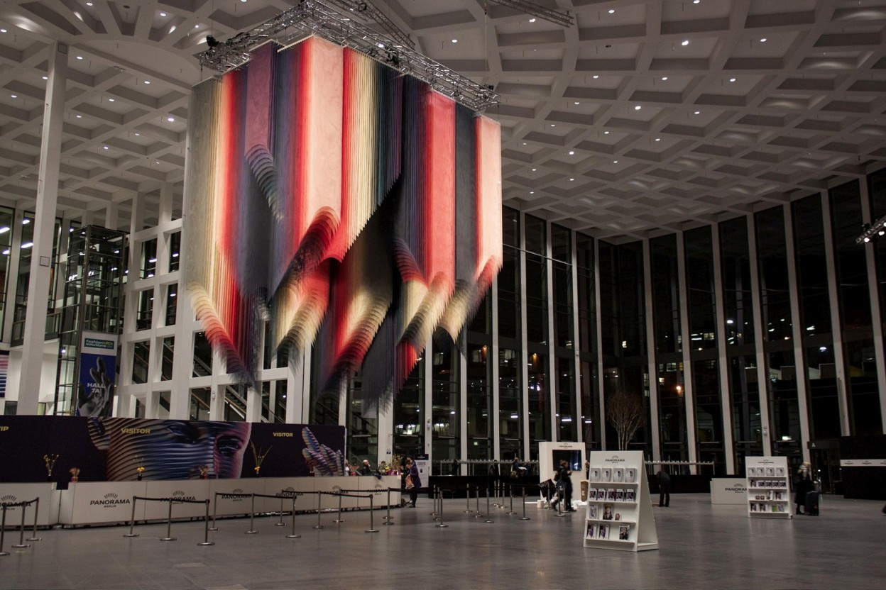 Instalacion Flickering Lights Ideada para la Panorama Fashion Week de Berlín 2018