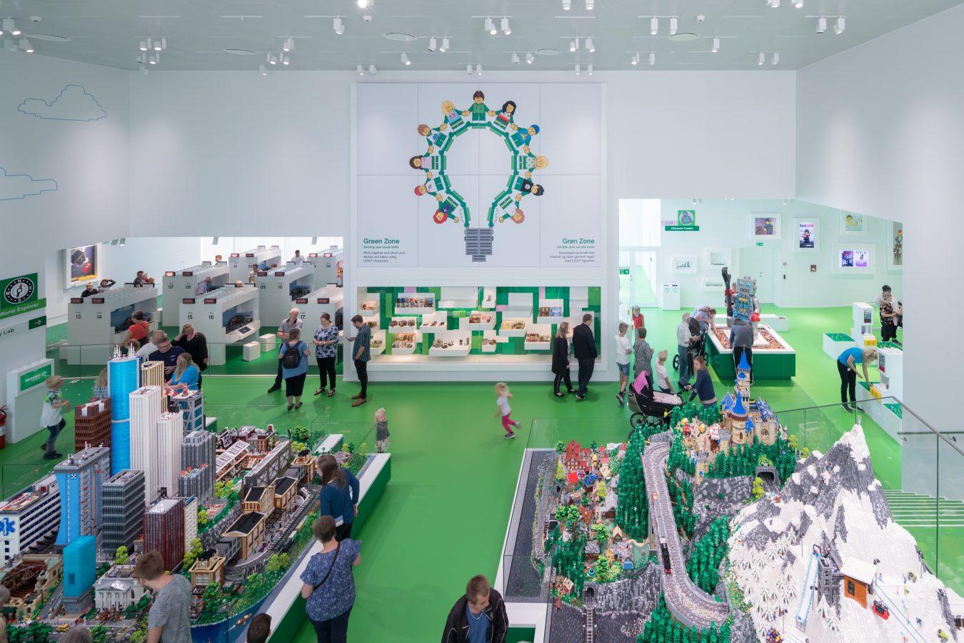 sala verde de lego house que estimula las habilidades sociales