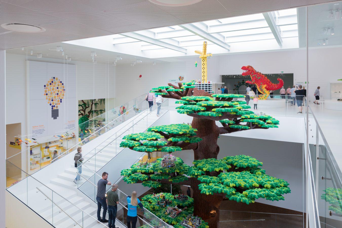 arbol de la creatividad de 15 metros de alto